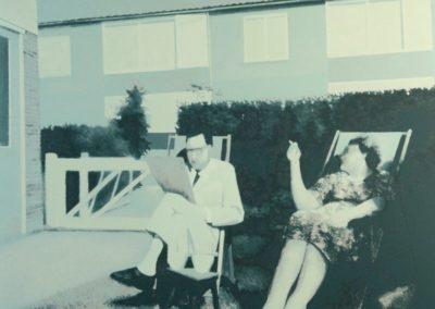 Henk van den Berg - Echtpaar in de tuin